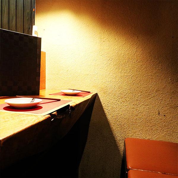 目の前で調理が見えるカウンター席